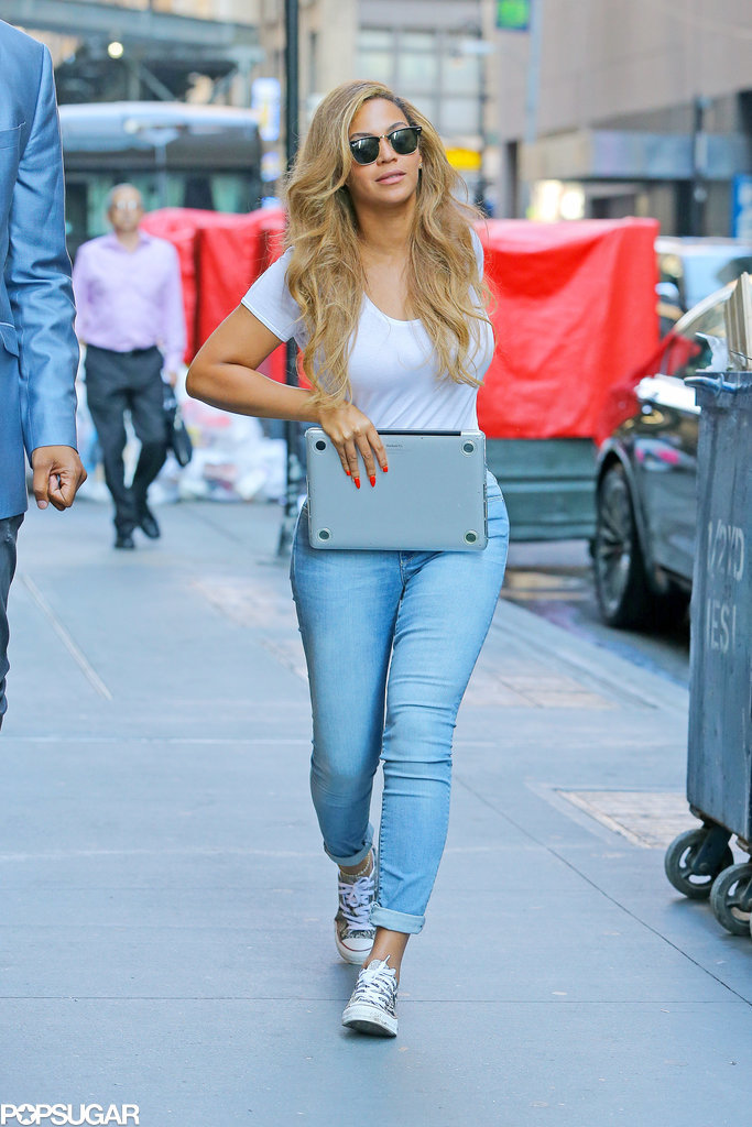 Beyonce-Carrying-Laptop-NYC-Pictures 9b155