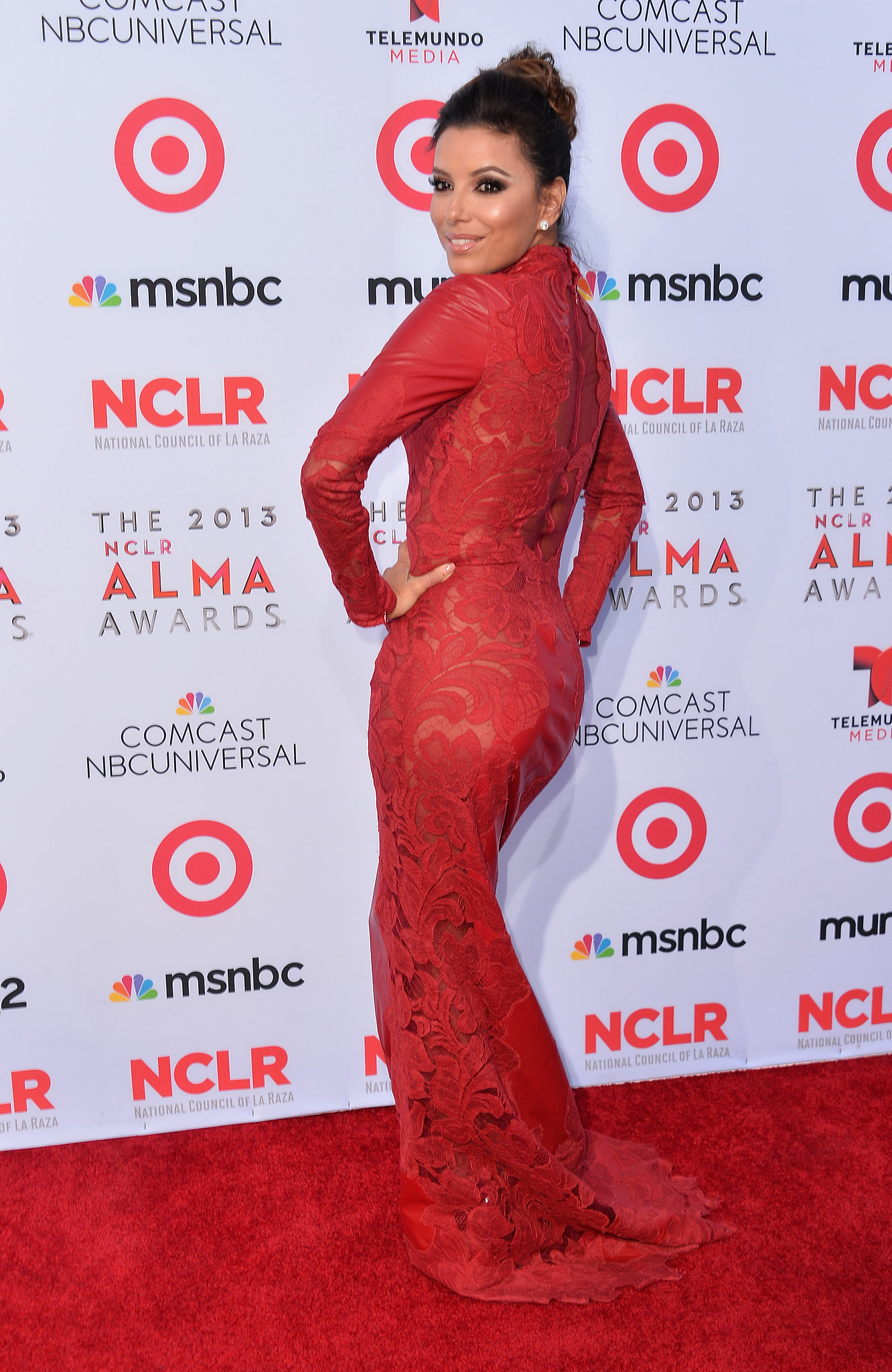 Eva Longoria wore fiery crimson dress red carpet 3a547