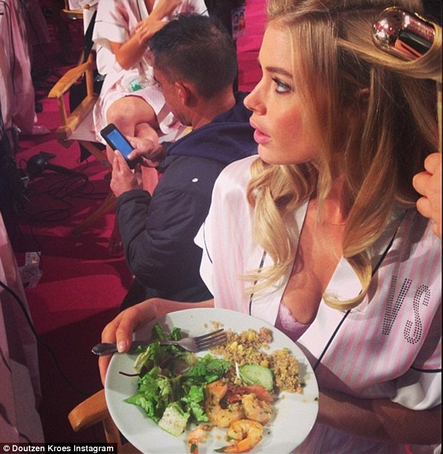 23A8C93B00000578 2856318 The model enjoys a healthy lunch of prawns salad and quinoa whil 3 1417525541510