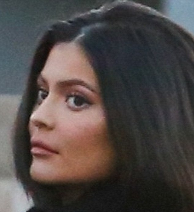 4E3301AB00000578 5951495 New pout Kylie Jenner showed off her new smaller lips which were m 6 1531502848026